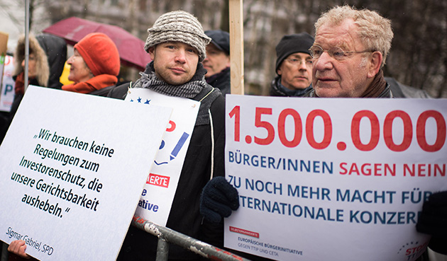 TTIP-Protest vor dem Willy-Brandt-Haus